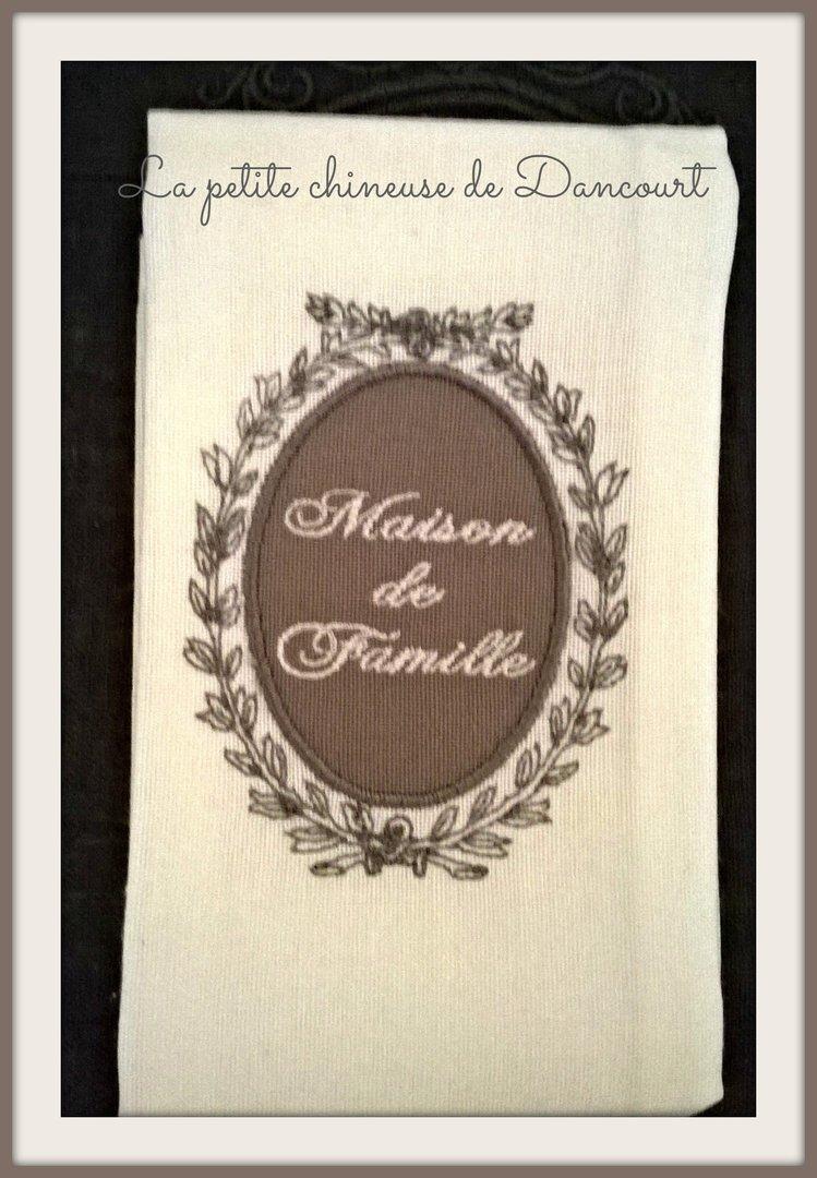 Serviette de table maison de famille blanche - Serviette de table blanche ...