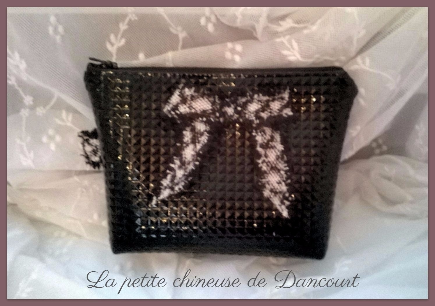Trousse simili cuir noir diamand