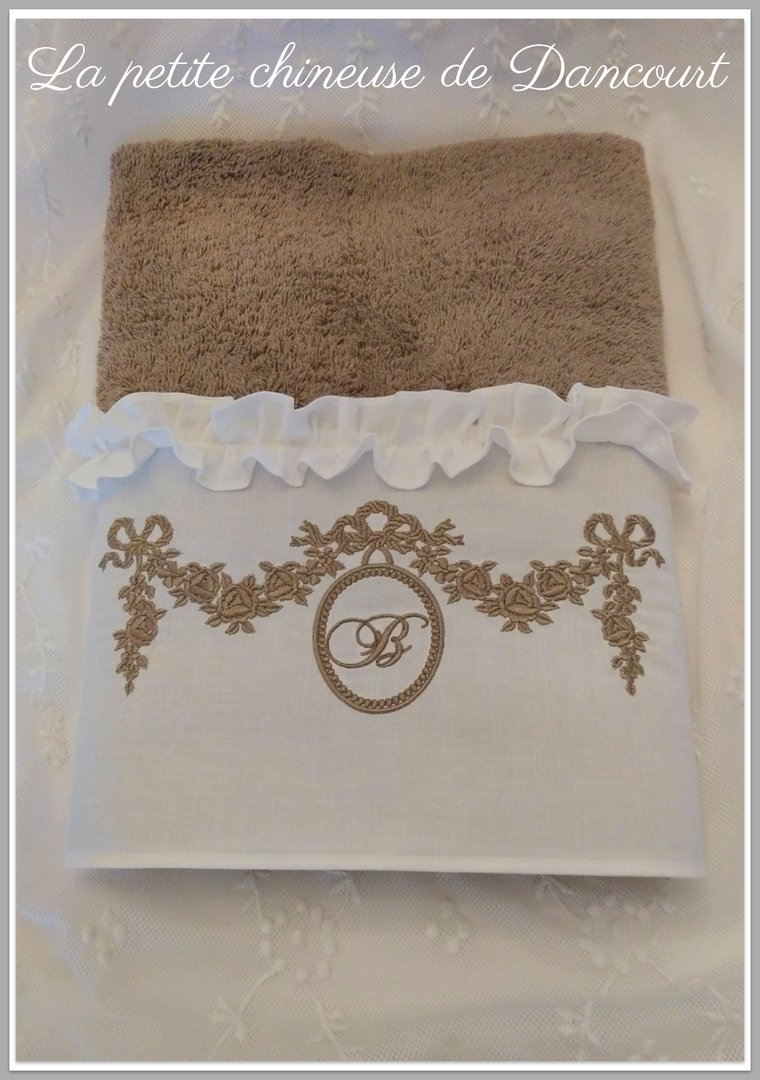 Serviette de toilette collection Marie-Antoinette taupe